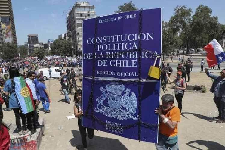 Respaldan la mayoría de los chilenos una nueva Constitución