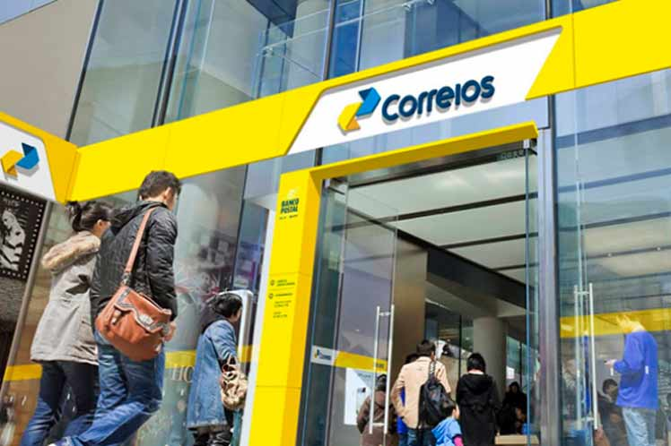Bolsonaro Authorizes Privatization of State Postal Company