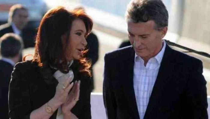 Según un sondeo difundido durante las últimas horas, si las elecciones fueran ahora, la expresidenta Cristina Fernández sería votada por un 33,8%, mientras que Mauricio Macri cosecharía un 24,4%.