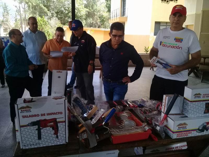 Entregan donativo a brigada de Cuba en Venezuela