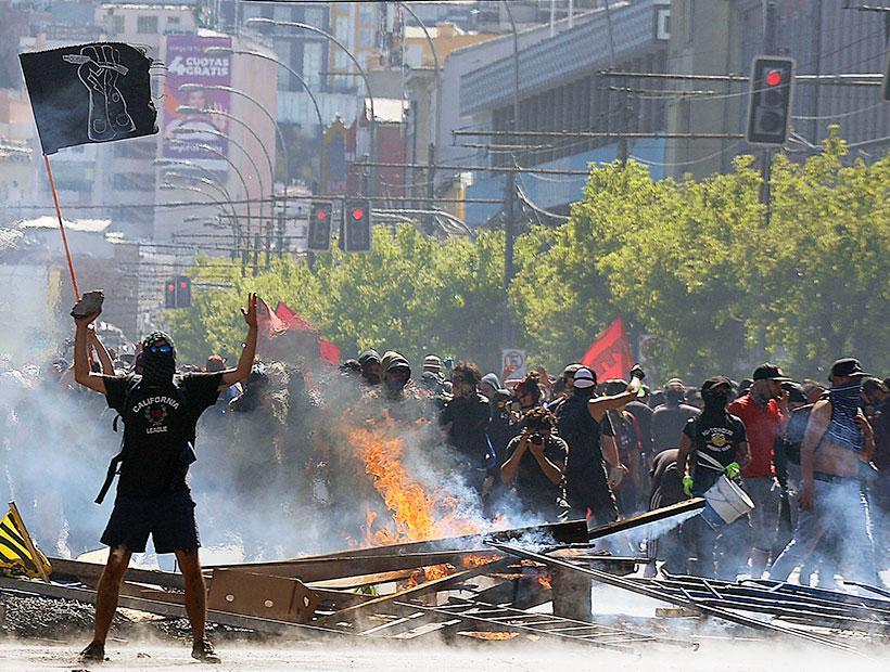 En Chile violentos enfrentamientos entre los Carabineros y manifestantes (+Video)