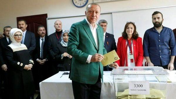 Celebra Tayyip Erdogan la victoria en los comicios municipales