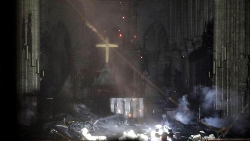 Interior de Notre Dame afectada por el incendio