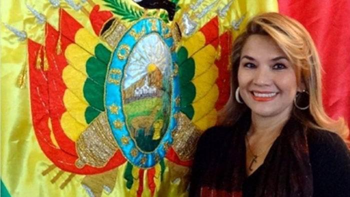 La segunda vicepresidenta del Senado de Bolivia, Jeanine Añez, dijo en una entrevista con medios locales que ella es la siguiente en la fila para asumir la presidencia y que está dispuesta a hacerlo