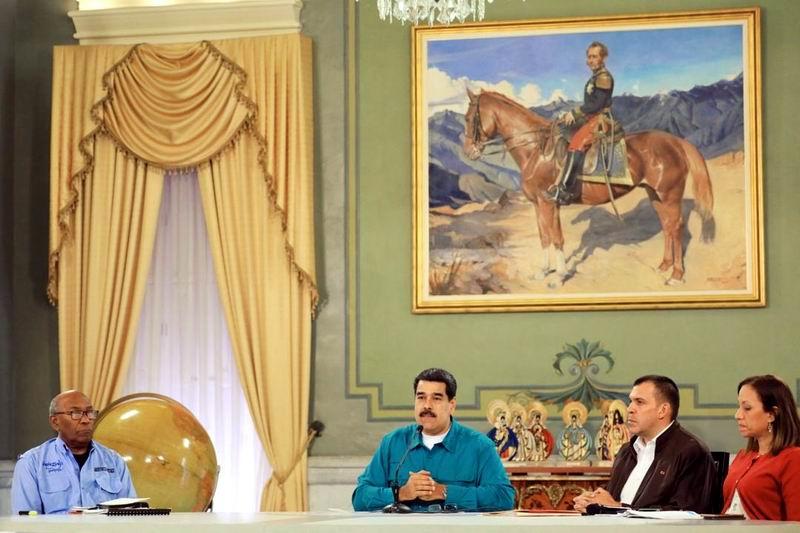 Denuncia Maduro que Venezuela está sometida a un nuevo tipo de guerra