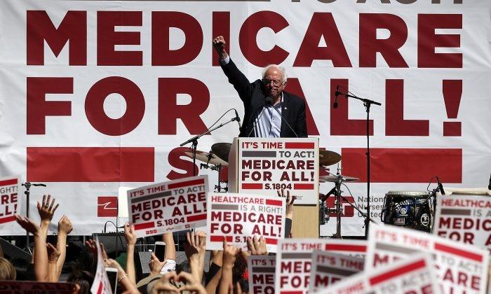 Batalla industria médica de Estados Unidos contra iniciativa para establecer un sistema de sanidad pública gratuita