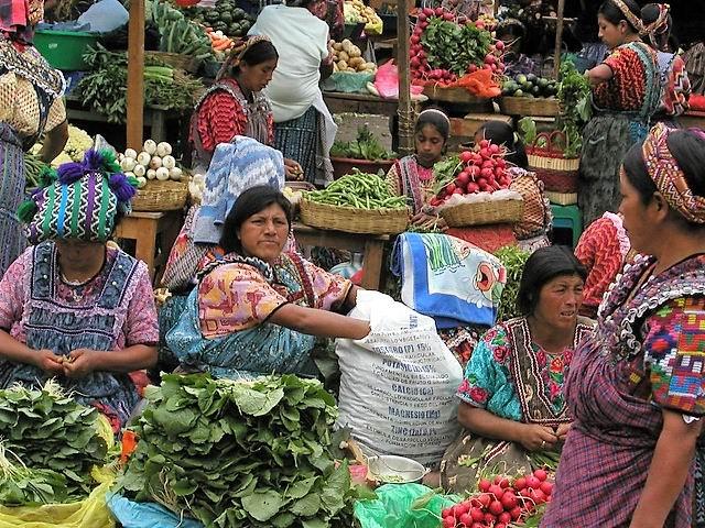 Guatemala, mujeres y niñas trabajando