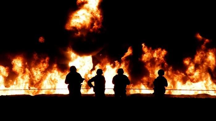 Aumenta cifra de muertos por explosión en ducto mexicano