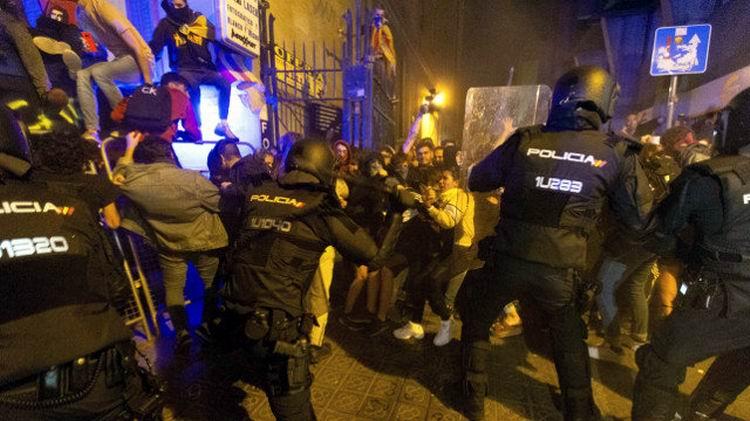 Detienen a 30 personas por los disturbios en las protestas en Cataluña