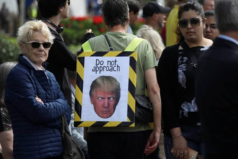 Trump llega a Londres entre protestas