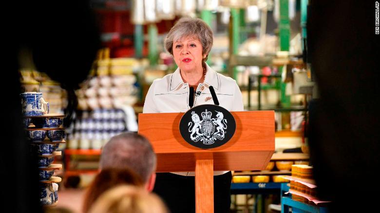 Tratará premier británica de forjar un nuevo consenso en el Parlamento