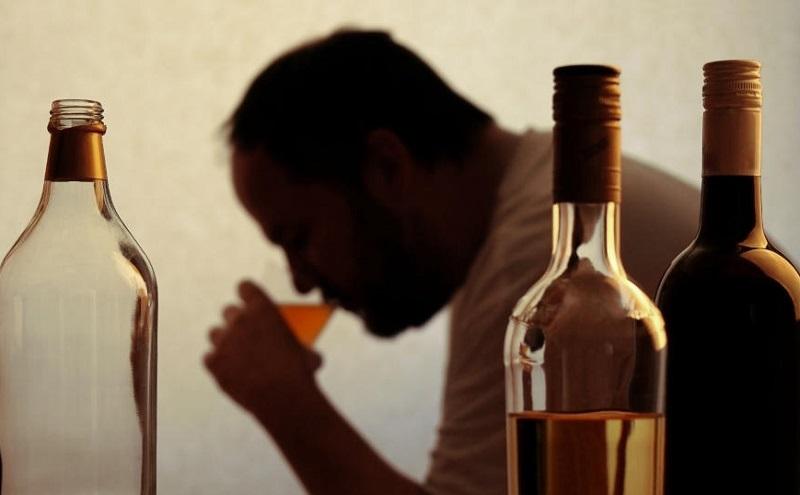 Cuarentena y el daño de beber en casa