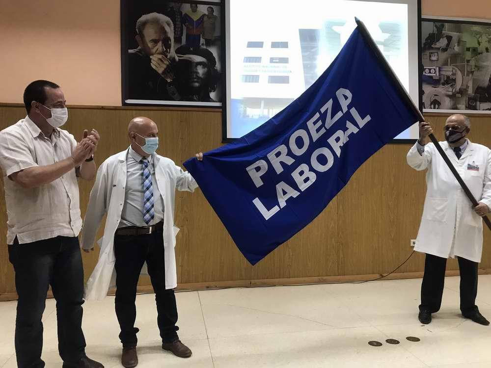 Distinguen al Instituto de Oncología y Radiobiología con Bandera Proeza Laboral (+Audio)