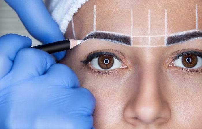 Cuidado con el tatuaje de las cejas