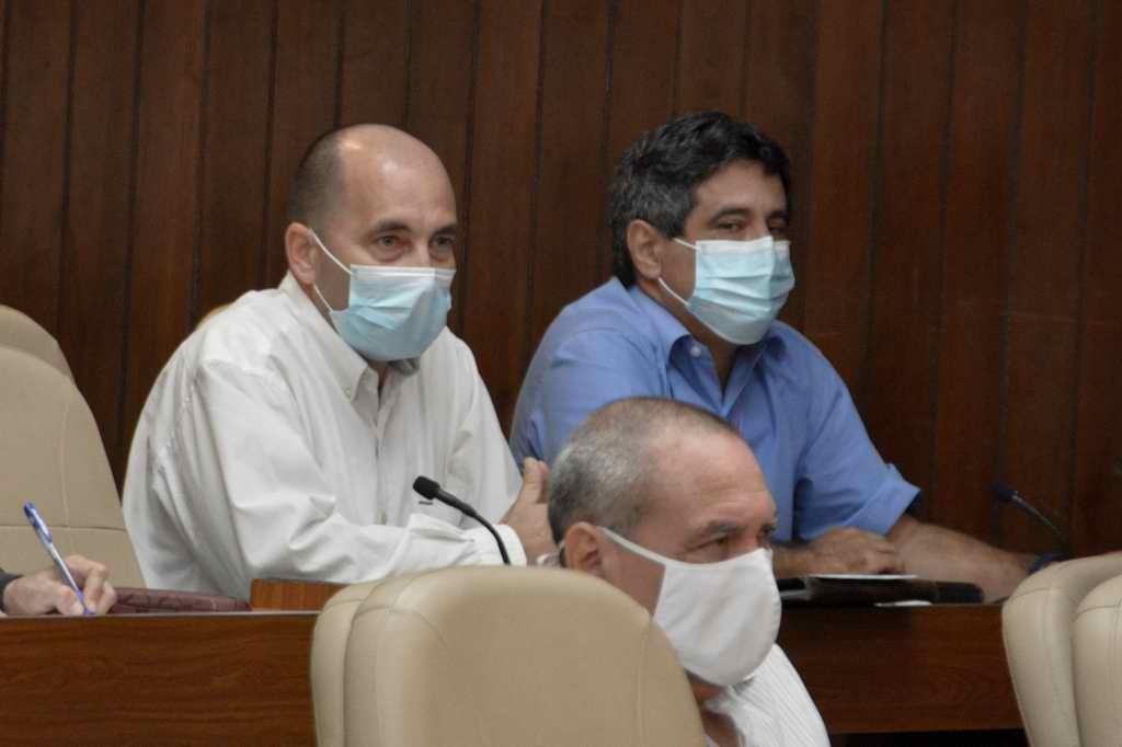 """Díaz-Canel: """"Van por buen camino nuestros cuatro candidatos vacunales"""""""