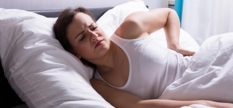 El cansancio y la falta de sueño son motivos por los que aparecen los temblores en los párpados