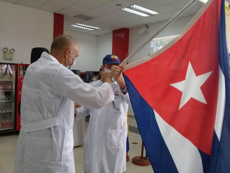 Abanderan Brigada Médica de Cuba en Venezuela