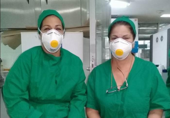 De izquierda a derecha las especialistas Amed y Taiza
