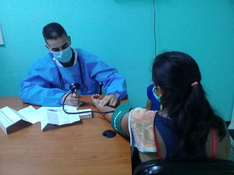 Garantizan servicios médicos en comunidad venezolana