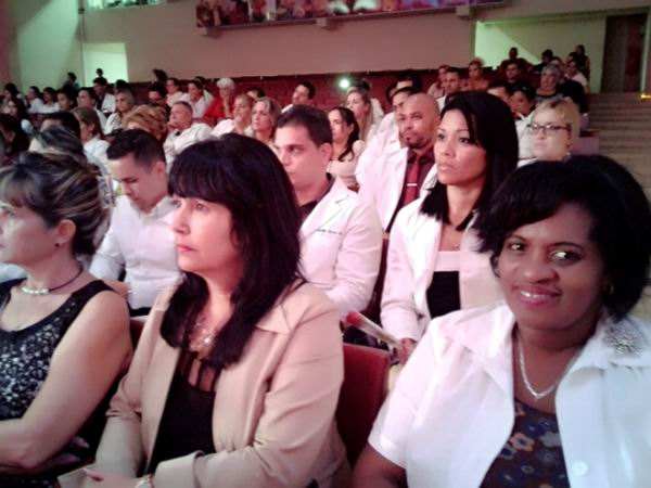 Dedican a Fidel y a Chávez graduación de cienfuegueros en Ciencias de la Salud
