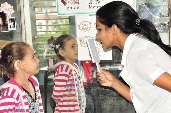 Programa cubano de implante coclear, ejemplo de la atención a las personas sordas (+Audio)