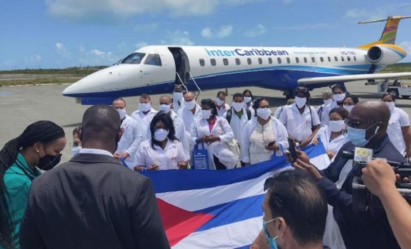 Llega brigada médica cubana a las Islas Turcas y Caicos para enfrentar la COVID-19