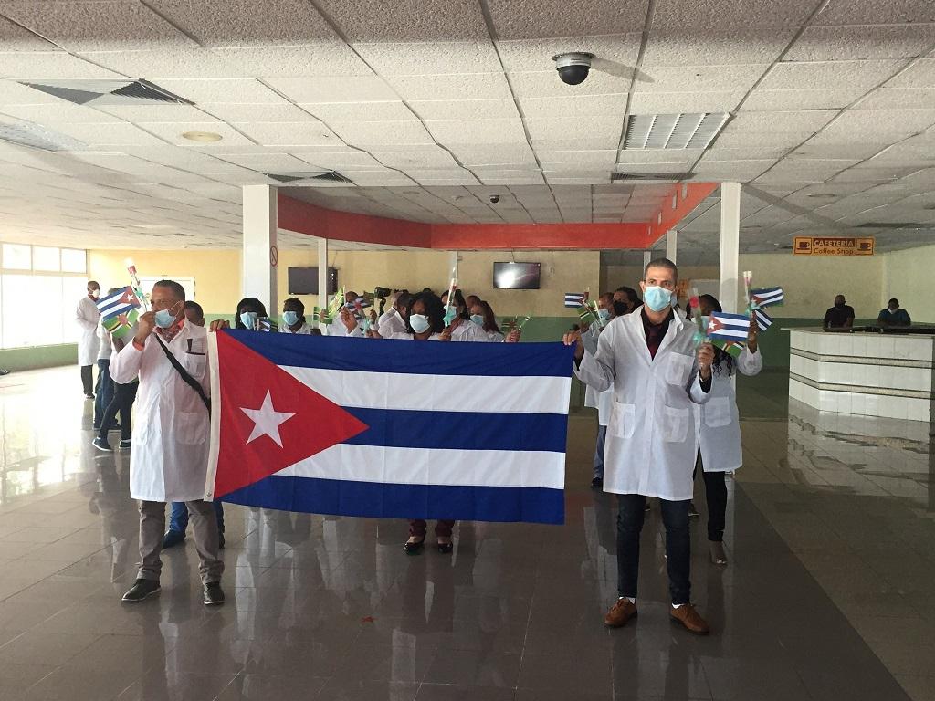 Llega a Cuba la Brigada Henry Reeve que enfrentó la COVID-19 en Dominica