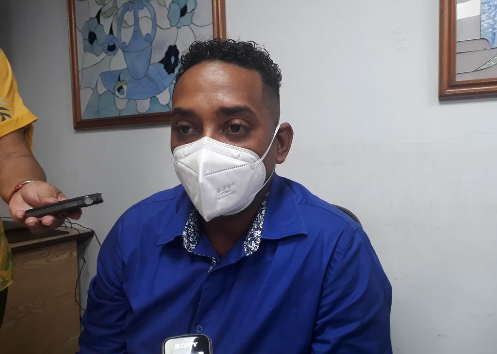Licenciado en Administración y Economía de la Salud Yasel Estrada Gata, director General de la Empresa de Farmacias y Ópticas de Granma
