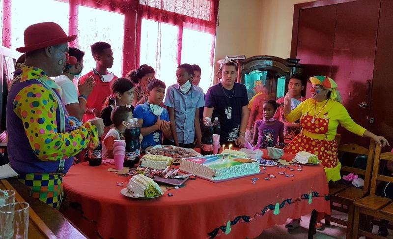 Cumpleaños colectivo para festejar aniversarios y el final de las obras.