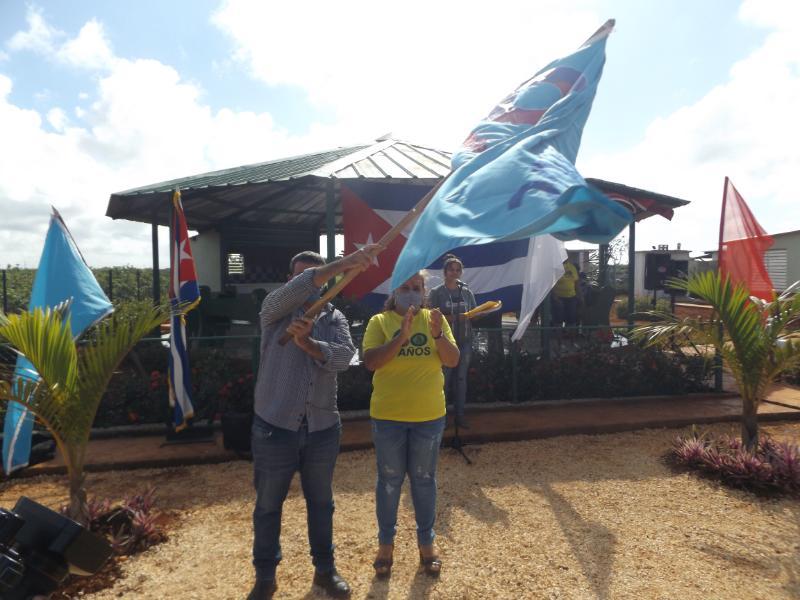 Entregan bandera aniversario 60 de la FMC en Ciego de Ávila
