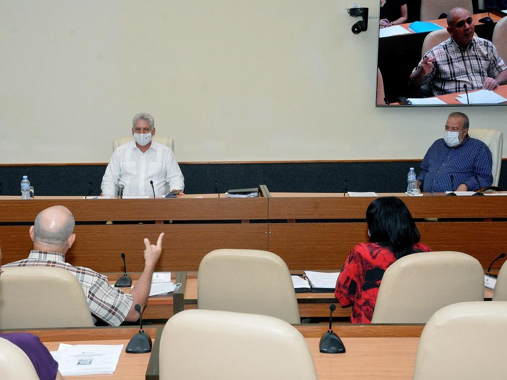 """Díaz-Canel: """"No tenemos ningún derecho a relajar nuestro comportamiento frente a la COVID-19"""""""