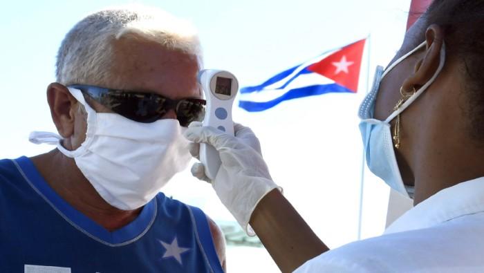 Cuba salva, avanza y vence