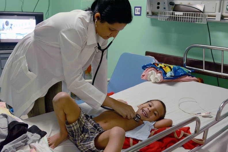 Pediatras cubanos hacen crecer la sonrisa y devuelven la esperanza