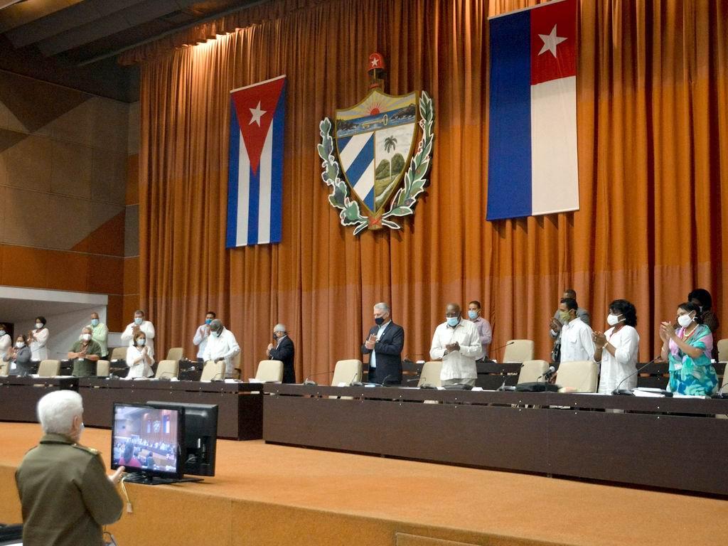 Presidente cubano asiste a segundo día de trabajo de la Asamblea Nacional