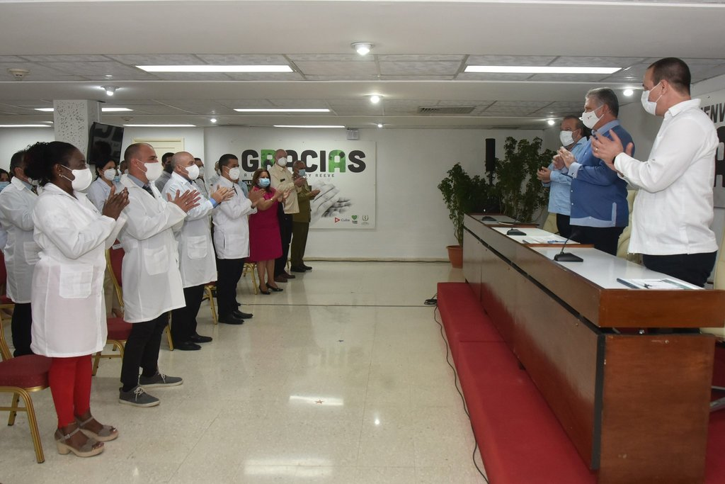 Cuban president meets with medical brigade that fight COVID-19 worldwide