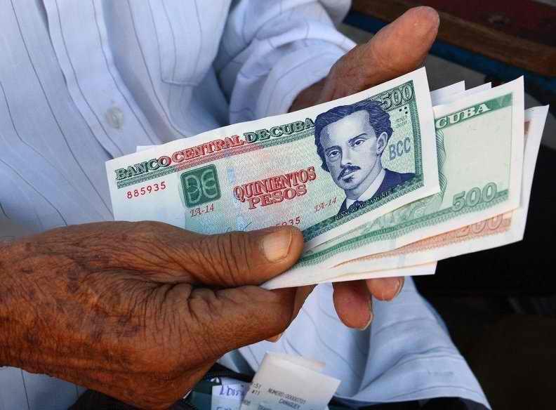 Tiene lugar el pago a beneficiarios de la Asistencia Social en Cuba