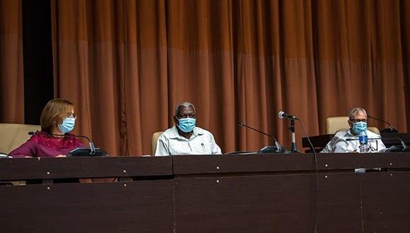 Analizan diputados cubanos Proyectos de Leyes