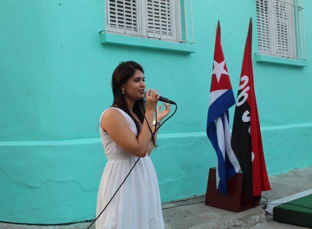 Doctora Diana Gómez San Martín, quien interpretó la canción Alas