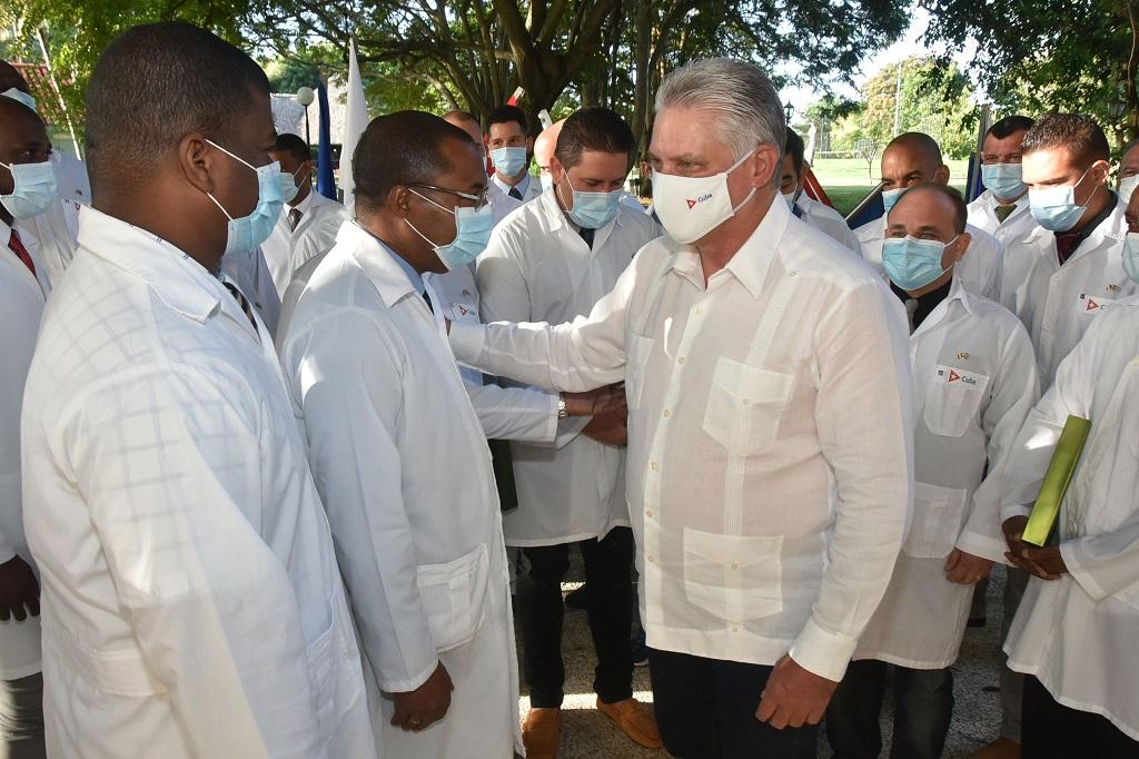 """Díaz-Canel a médicos cubanos: """"Ustedes han llevado la luz de afecto, esperanza y solidaridad"""""""