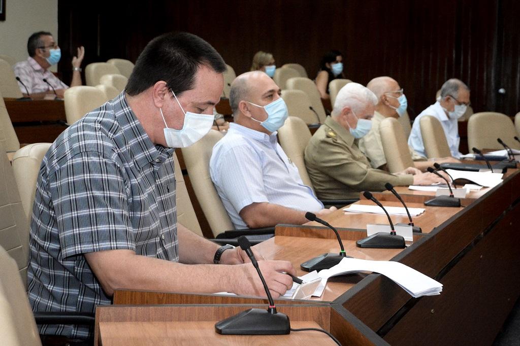 """Díaz-Canel: """"Que se continúe trabajando con todo rigor y exigencia"""""""