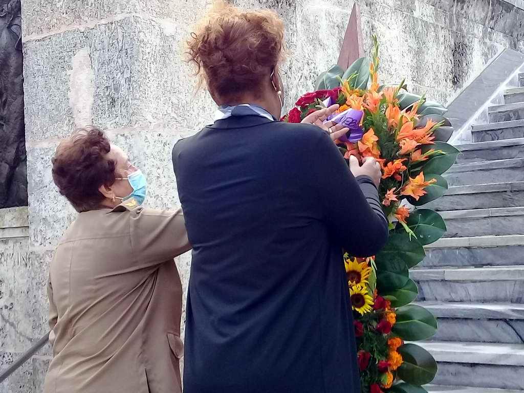 Embajadora de Angola en Cuba rinde homenaje a internacionalistas cubanos