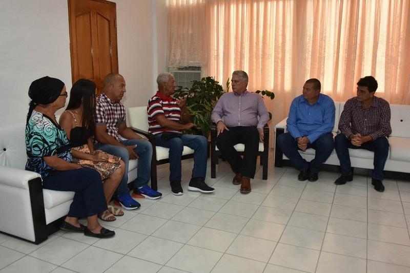 Cuban president meets in Las Tunas with relatives of doctor abducted in Kenya