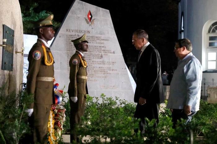 El canciller de Rusia Serguéi Lavrov  rindió homenaje al Líder de la Revolución Fidel Castro