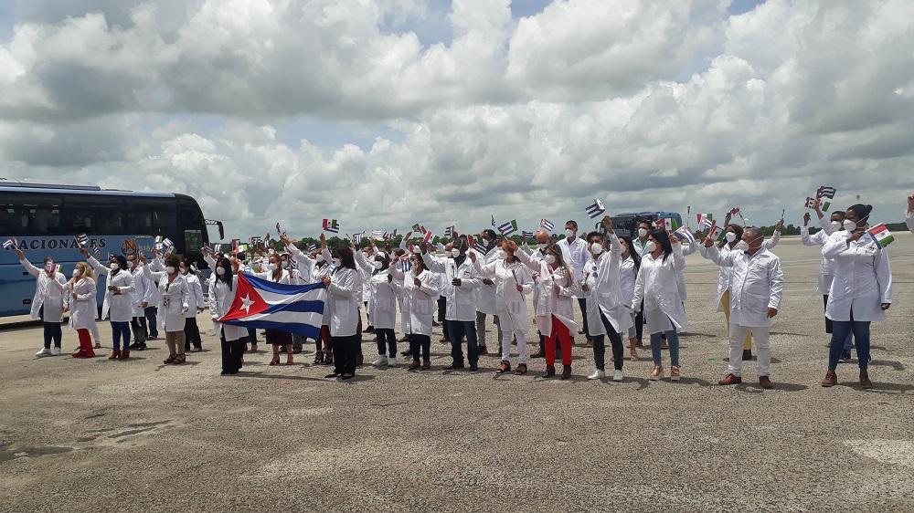 En la Patria médicos cubanos que enfrentaron la COVID-19 en México (+Audio)