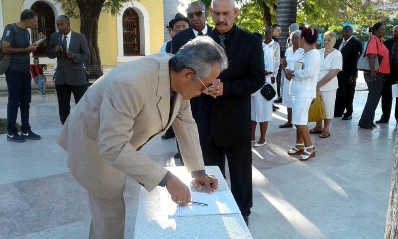 Condenan asociaciones fraternales de Guantánamo profanación de bustos de José Martí