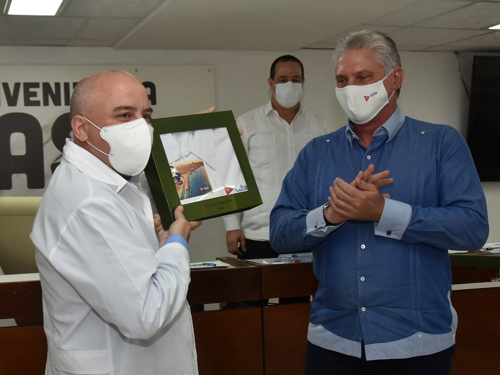 """Díaz-Canel a las brigadas médicas: """"Aguanten el corazón que lo van a sentir muy apretado"""" (+Audio)"""
