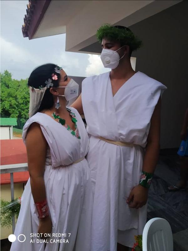 Meysel y Adrián sellan su amor en centro de aislamiento