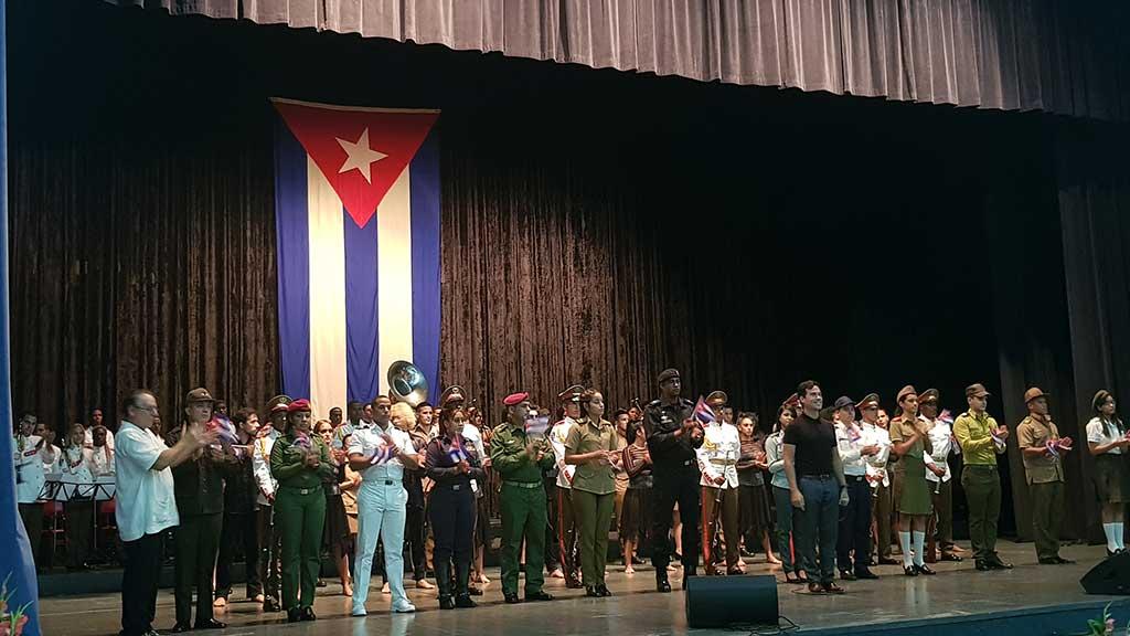 Cuando un hombre no muere: homenaje a Fidel