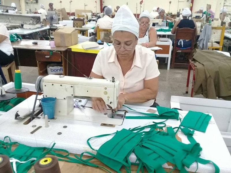 Industria textil de Manzanillo produce nasobucos
