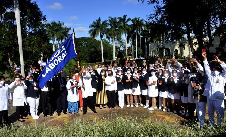 Otorgan a Centro Internacional de Salud La Pradera la bandera de Proeza Laboral